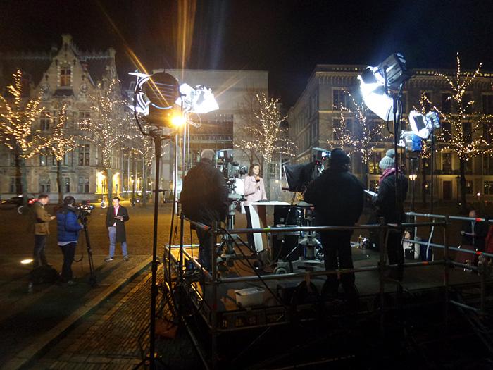 Reporter bei der Arbeit auf dem Plein in Den Haag.