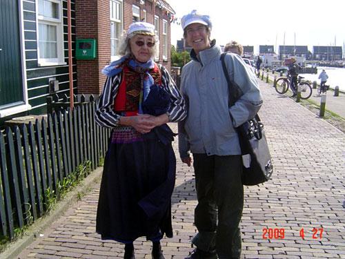 Einwohnerin der Insel Marken in Kleidertracht.